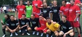Dirk Nowitzki, Kyrie Irving et Thierry Henry au match de foot de charité de Steve Nash