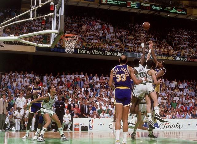Magic-Johnson-Junior-Hook-1987-NBA-Finals