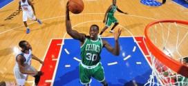 Les Celtics tentent agressivement d'échanger Brandon Bass