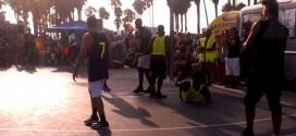 Vidéo: Metta World Peace fait du Ron Artest lors d'un match à Venice Beach