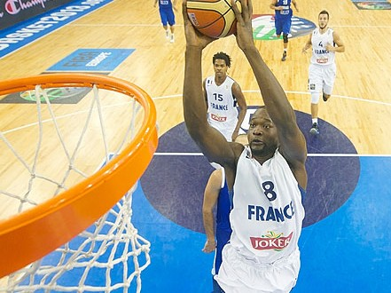 Equipe de France: Charles Kahudi remplace Nando De Colo