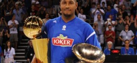 Photos: le trophée NBA est en France