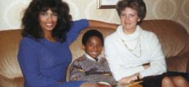 Qui est cet enfant devenu joueur NBA ?