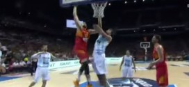 Marc Gasol martyrise Marcos Delia avec un contre et un In Your Face