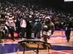 Vintage: un concours de dunks avec les mascottes
