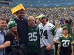 Jabari-Parker-forced-to-wear-Green-Bay-Packers-cheesehead