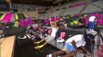 Kenneth Faried et Stephen Curry improvisent un coucours de shoots depuis le banc de touche