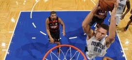 Aaron Gordon décolle pour un monster dunk deux mains