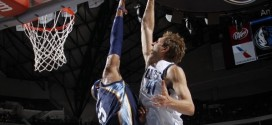 Vince Carter contre le dunk de Dirk Nowitzki !