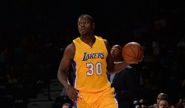 Julius Randle #30 of the Los Angeles