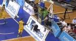 Sergio Llull joue au flipper avec la tête de l'arbitre et la sienne