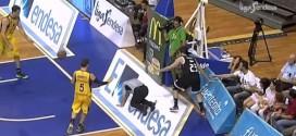 Insolite! Sergio Llull joue au flipper avec la tête de l'arbitre et la sienne