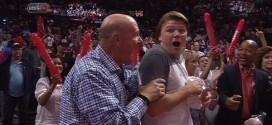 La joie de Steve Ballmer pour sa première victoire en tant que propriétaire des Clippers
