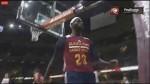 La passe entre les jambes de Kyrie Irving pour le dunk de LeBron James