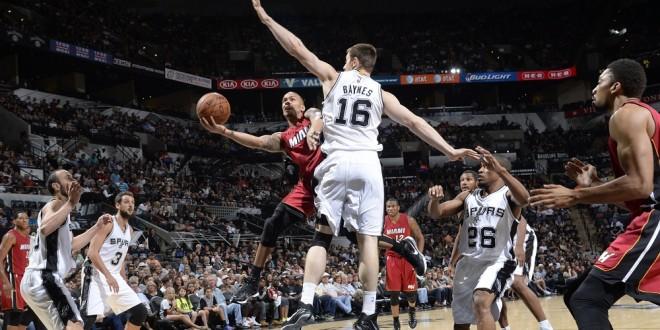 Miami fait plier les Spurs, encore un revers pour les Clippers, Indiana bat Dallas