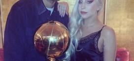 Photos : Manu Ginobili et Tony Parker posent avec Lady Gaga et le trophée NBA