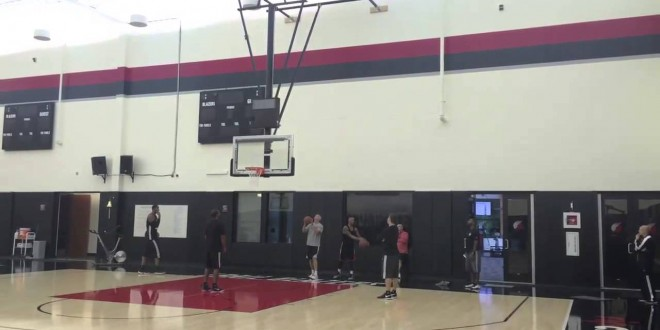 Vidéo : Damian Lillard rentre un trick shot chanceux et écœure LaMarcus Aldridge