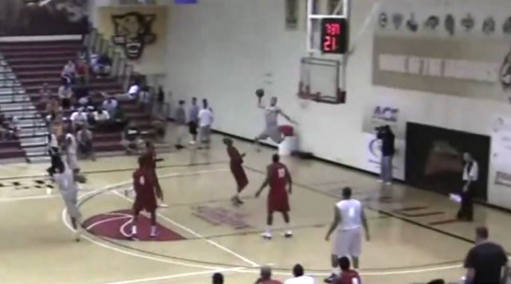 Le alley-oop stratosphérique de Chrishawn Hopkins