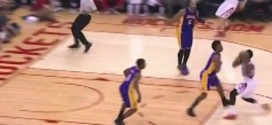 Fail: quand Nick Young tente de provoquer un passage en force devant James Harden