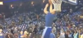 Dunk : Stephen Curry lâche un 360° à l'échauffement