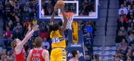 Kenneth Faried sort le dunk de la nuit