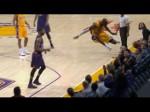 Les fans des Lakers retiennent leur souffle en voyant Kobe Bryant sauter dans les tribunes