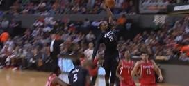 Andrew Wiggins et Shabazz Muhammad ridiculisent la défense des Rockets avec deux gros dunks