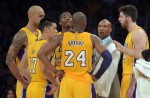 ryan-kelly-byron-scott-robert-sacre-kobe-bryant-jeremy-lin-ed-davis-nba-san-antonio-spurs-los-angeles-lakers2-850x560