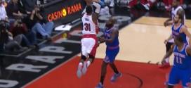 Terrence Ross et James Johnsonmontentsur la défense des Knicks