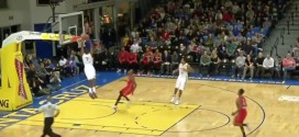 D-League: alley-oop sur passe à terre entre James Michael McAdoo et Elliot Williams !