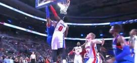 Andre Drummond bâche la tentative de dunk de Brandon Davies
