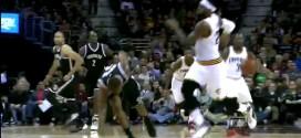 Fail : la passe de Dion Waiters atterrit dans le visage de LeBron James