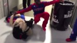 Insolite : Robin Lopez kidnappe la mascotte des Pistons