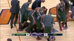 Khris Middleton crucifie les Suns au buzzer sur un shoot à trois points peu académqiue