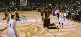 Kevin Love se bat au rebond et sert parfaitement LeBron James