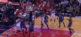 Fail : Andre Miller contré par le cercle sur une claquette dunk