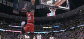 Terrence Ross et Kenneth Faried écrasent deux gros alley oops