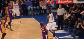 Le gros alley-oop une main de Carmelo Anthony