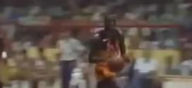 Vintage: le jour où Michael Jordan a brisé un panneau sur un énorme dunk