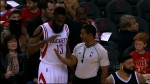 James Harden claque un high 5 à l'arbitre