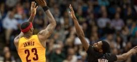 LeBron James (36 pts) donne une leçon à Andrew Wiggins (33 pts) pour la 10e victoire des Cavs