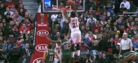 Jimmy Butler s'envole pour la claquette dunk à deux mains