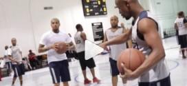 Vidéo : Floyd Mayweather joue au basket avec Mason Plumlee, Javale McGee, Chris Brown…