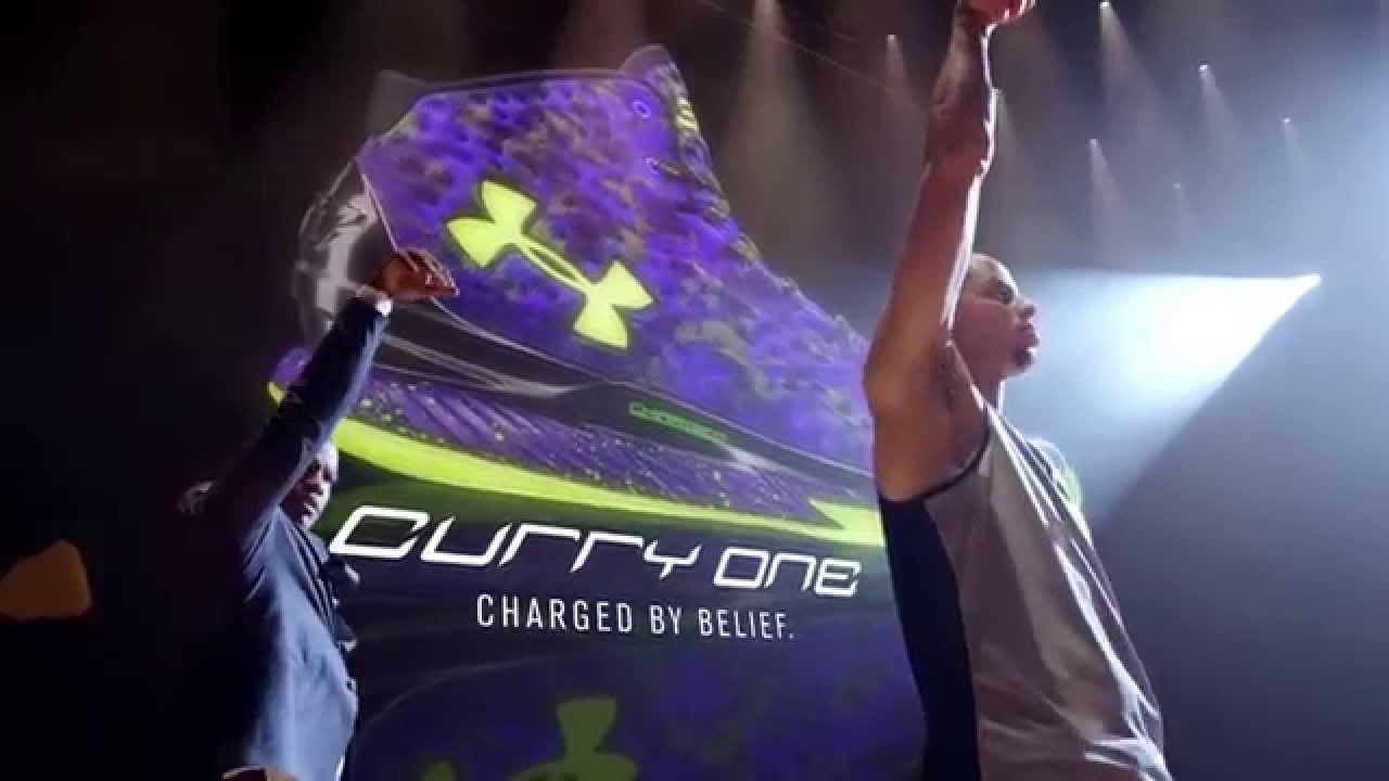 Pub : Jamie Foxx fait la promo des Under Armour Curry One