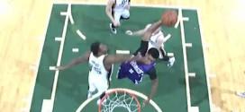 Rudy Gay monte sans peur au dunk face à Derrick Favors