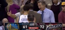 Vidéo : furieux après un arbitre, Steve Kerr tombe la veste