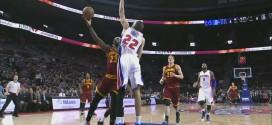 Tayshaun Prince bâche LeBron James en contre-attaque