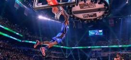 Victor Oladipo passe un superbe 360° à deux mains pour son premier dunk