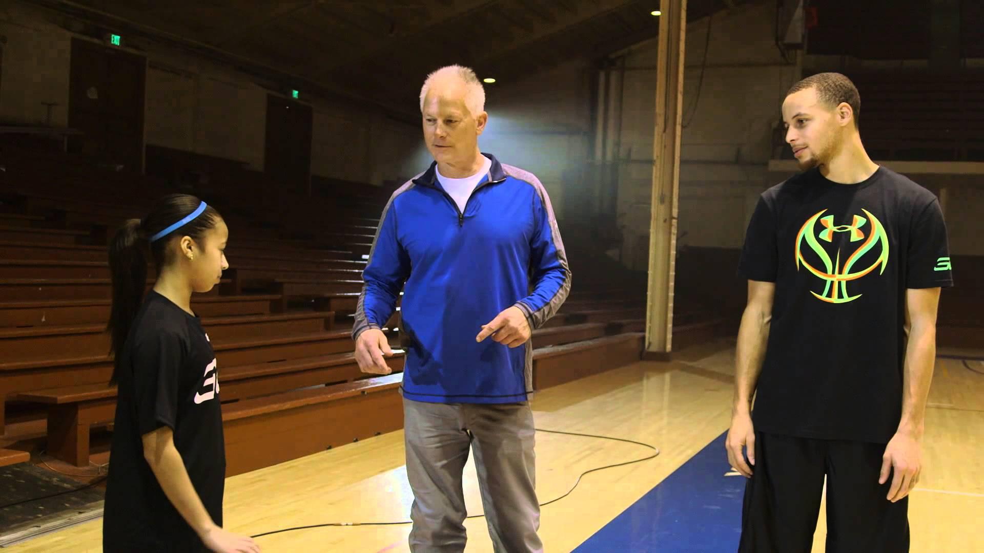 Vidéo : Stephen Curry affronte Robert Horry, Tim Legler, Jaden Newman et son père à 3-points