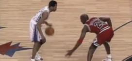Il y a 18 ans: le crossover légendaire d'Allen Iverson sur Michael Jordan